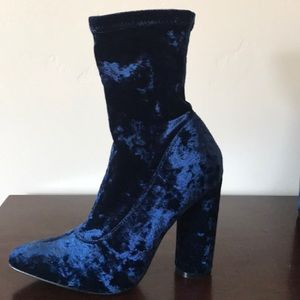 LIKE NEW Blue Velvet Cape Robbin booties